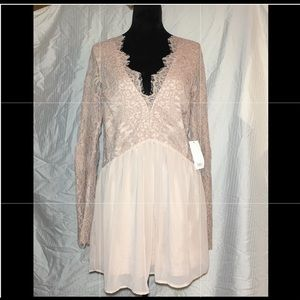 Tobi Pink dress. Long lace sleeve. Size medium